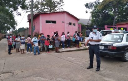 Oaxaca, rezagada en vacunación anticovid con 55% de población
