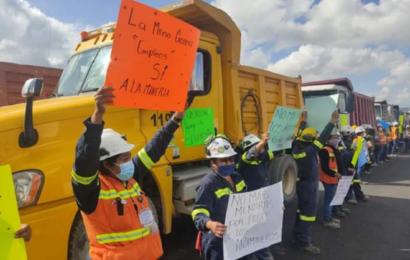 Protestan empleados de la Minera Cuzcatlán