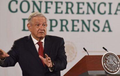 AMLO anuncia foros públicos para explicar su reforma eléctrica