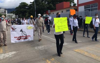 Empleados de salud radicalizarán protestas en Oaxaca